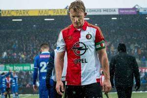 Dirk Kuyt blaast de aftocht. © ANP Pro Shots