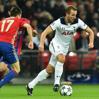 Harry Kane aan de bal tijdens het duel met CSKA Moskou. © AFP