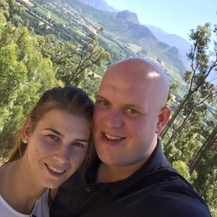 Michael van Gerwen samen met zijn vrouw Daphne in Zuid-Afrika. © Twitter Michael van Gerwen