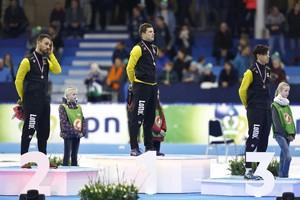 VLNR) Kjeld Nuis met zilver, Sven Kramer met goud en Patrick Roest met brons op het podium na het winnen van de 1500 meter tijdens het NK Afstanden © ANP
