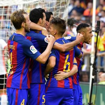 Neymar schreeuwt richting de Valencia-fans. © AFP